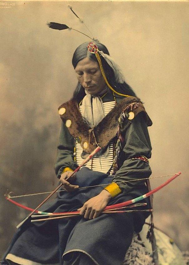 Collar de hueso.  Oglala Lakota Jefe.  1899. foto Por Heyn fotos