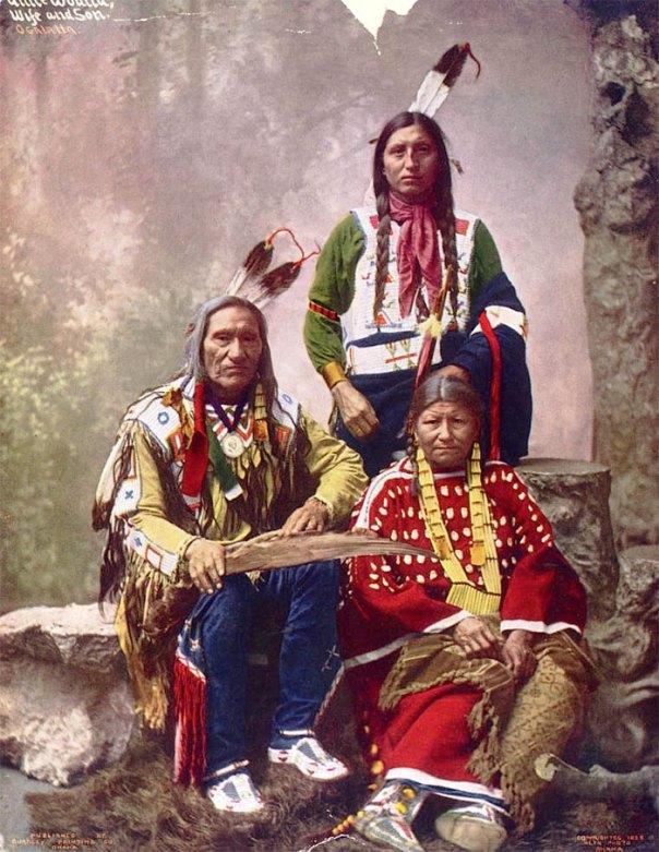 Jefe pequeña herida y la familia.  Oglala Lakota.  1899. foto Por Heyn fotos