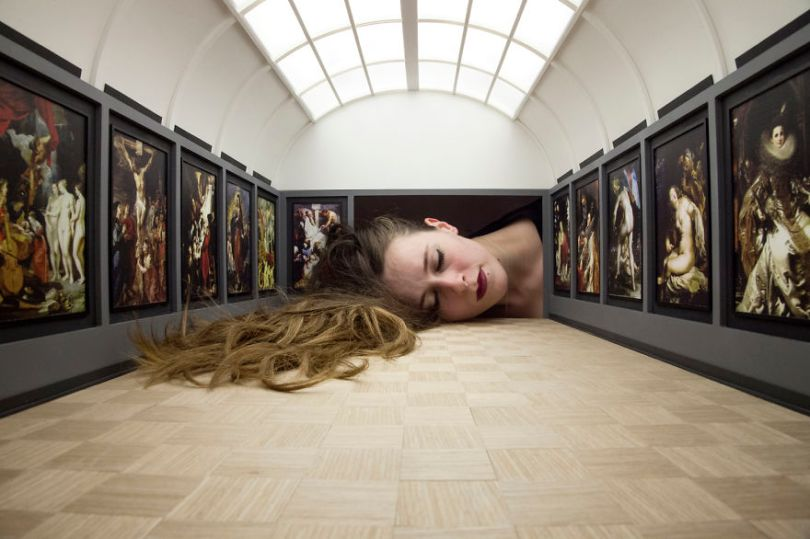 Put Your Head into Gallery 574888098b755  880 - Artista faz projeto interativo com galerias famosas