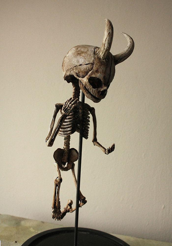 παράξενο σκελετοί ανακαλύφθηκαν σε ένα υπόγειο ενός παλιού σπιτιού στο Λονδίνο