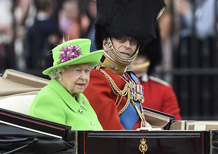 Canadian Cartoonist Goes Viral With Queen Green Screen Meme