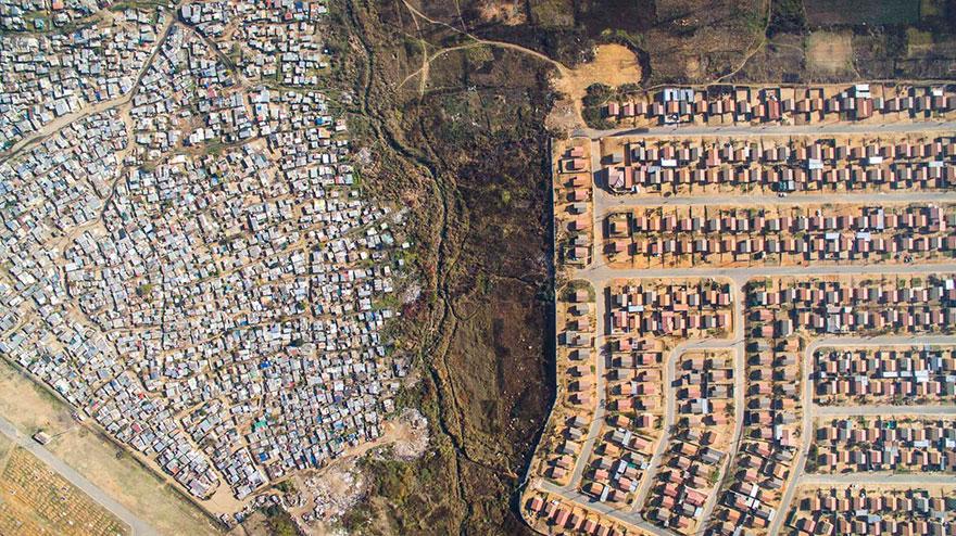 άνιση-σκηνές-drone-φωτογραφία-ανισότητας-Νότια Αφρική-Johnny-Miller-1