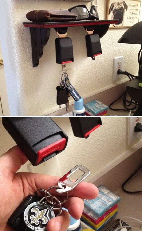 Usted puede convertir sus cinturones de seguridad viejos en un soporte clave