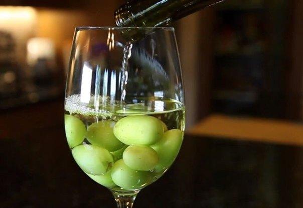 Utilice congeladas Uvas Para enfriar su vino y evitar que se diluya
