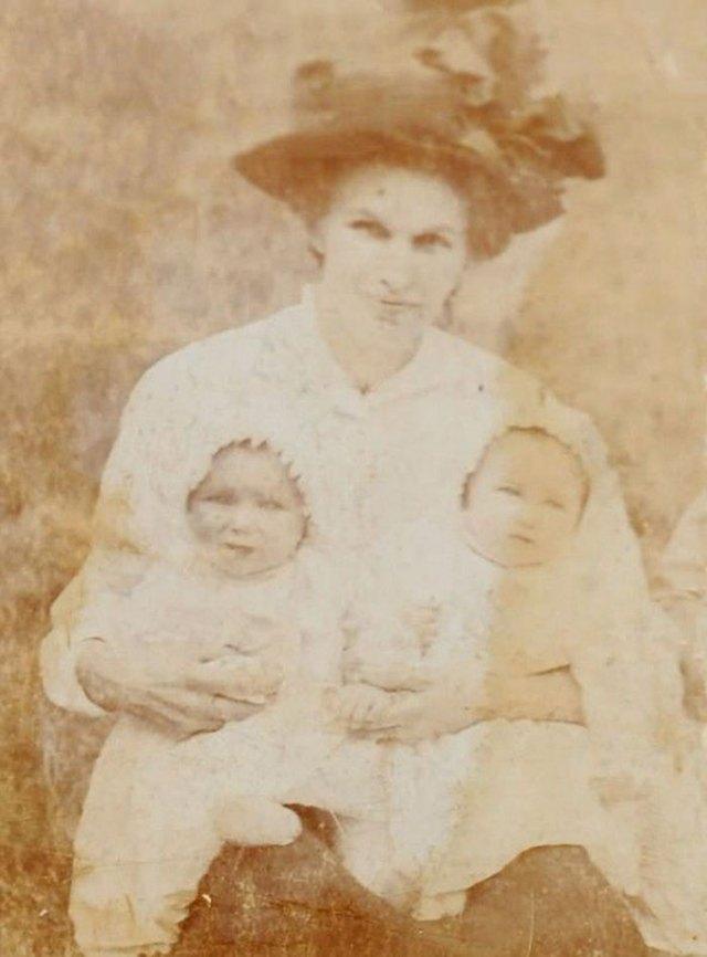 twin-sisters-celebrate-100th-birthday-irene-crump-phyllis-jones-9