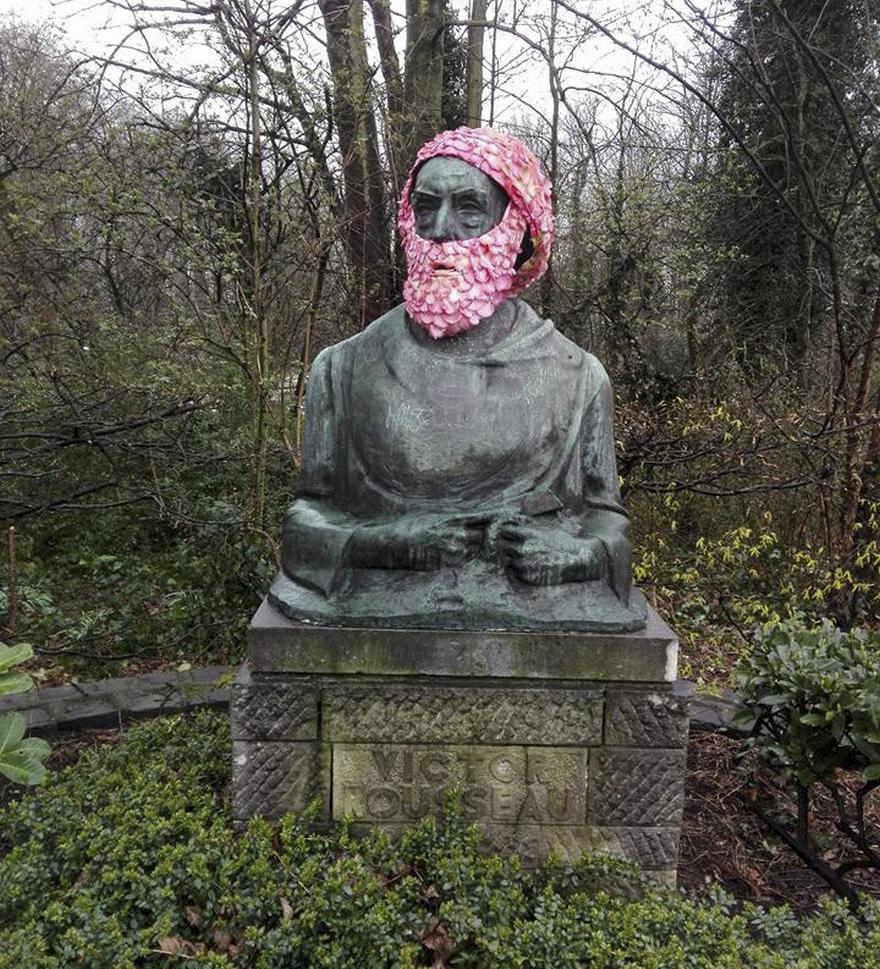Çiçek kronları-sakal-anıtlar-geoffroy-mottart-brüksel-1