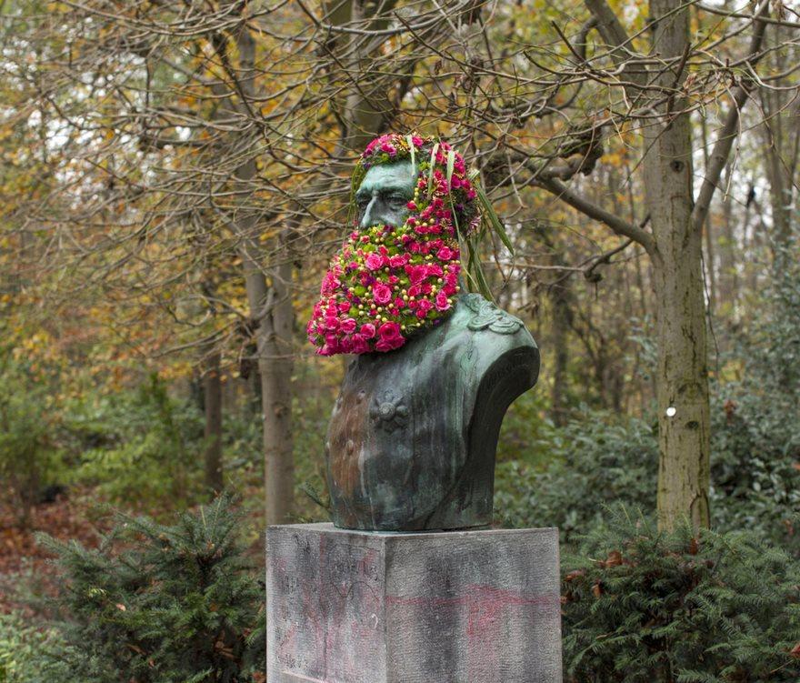 Çiçek kronları-sakal-anıtlar-geoffroy-mottart-brüksel-7