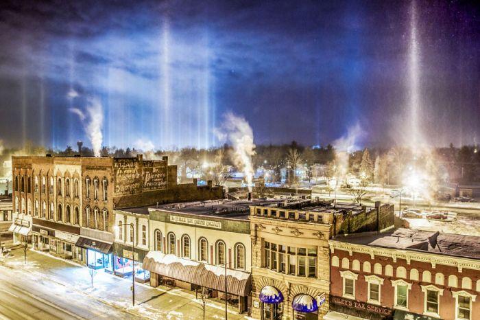 Pilastri di luce a Charlotte, Michigan
