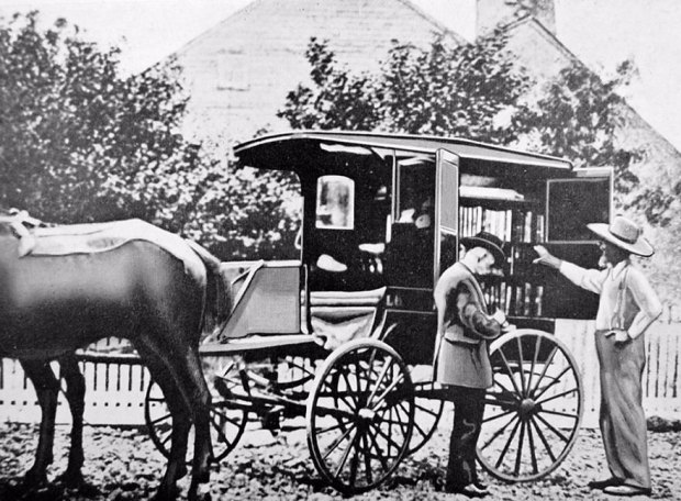 A Horse-drawn Cart In Washington In The 1900s. It Was One Of The First American Bookmobiles, Built In 1905, But Was Hit And Destroyed By A Train In 1910