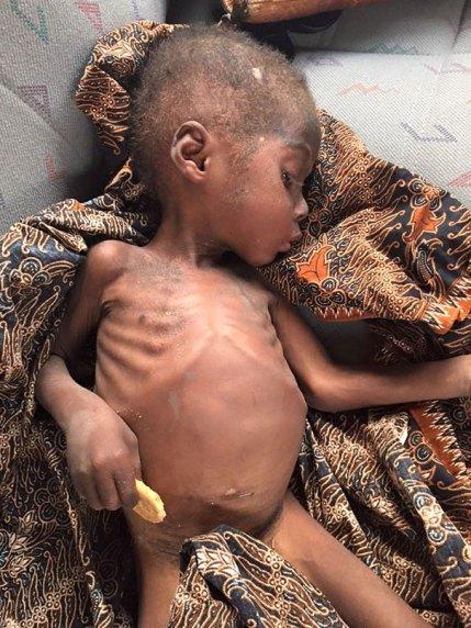 nigerian-starving-thirsty-boy-first-day-school-anja-ringgren-loven-22