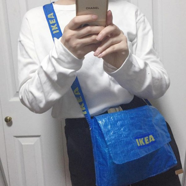 BSqTwa BvJK png  700 - People Are Now Making Clothes Out Of 99-Cent IKEA Bags, And They Look More In The $2000+ Range