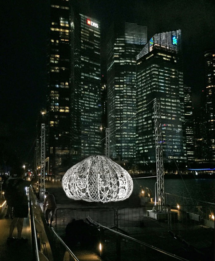 crocheted-urchins-sculpture-choi-shine-architects-singapore-marina-bay-8