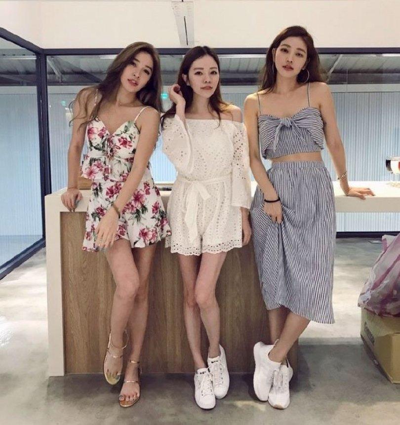 youthful taiwanese woman mother sisters lure fayfay sharon hsu 10 - Quantos anos tem essas meninas? Uma delas é a mãe