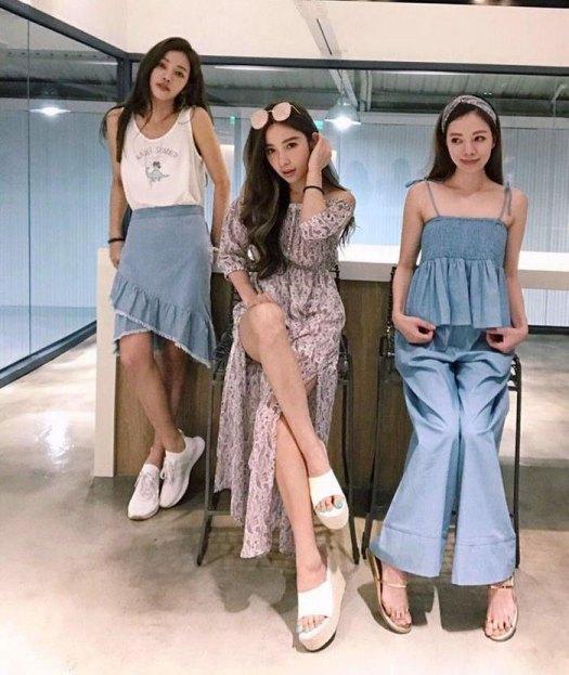 youthful-taiwanese-woman-mother-sisters-lure-fayfay-sharon-hsu-9