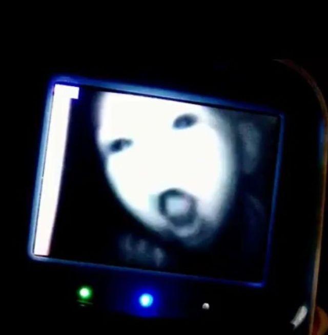 Mi Mujer Y Yo Nos Despertamos Con Ésto En El Monitor Del Bebé