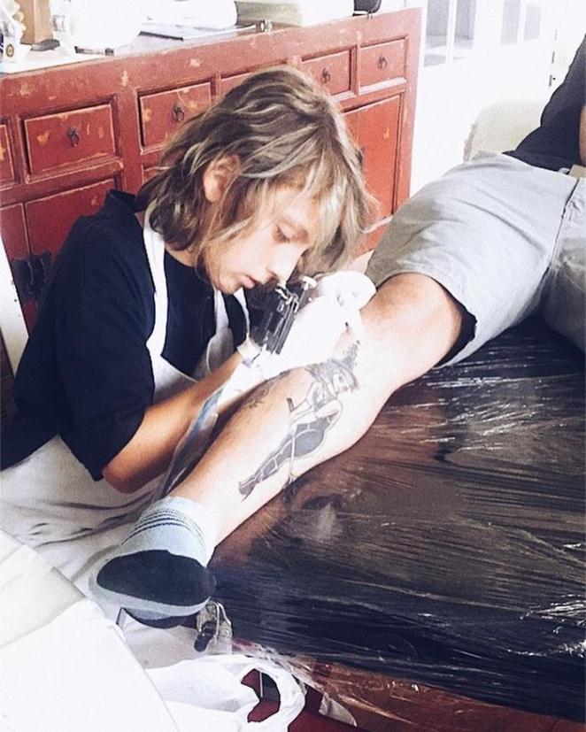 12-year-old-tattoo-artist-ezrah-the-shark-dormon-13