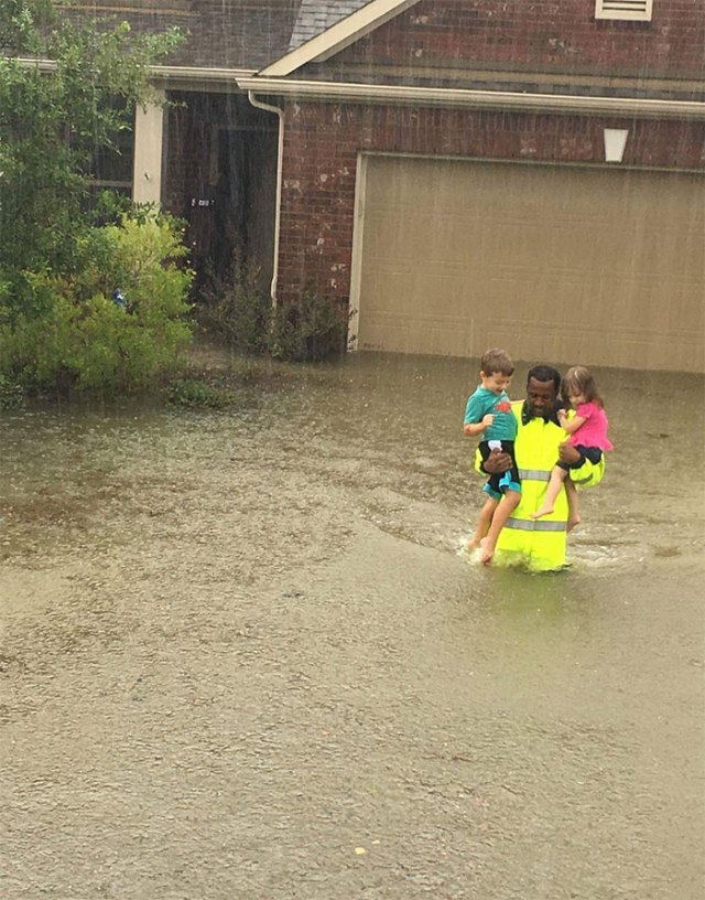 Harris County Sheriff's Office Deputy Carries Two Children To Safety