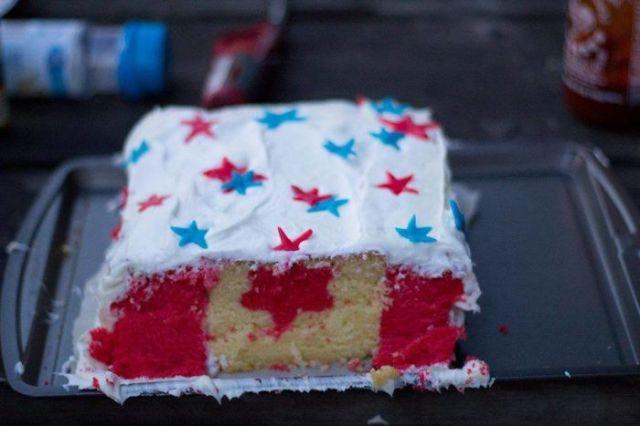 Hice una tarta para el cuatro de julio, mas soy canadiense, así que les troleé un poco