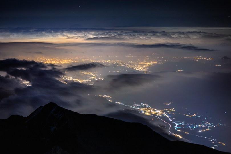 06 A View from Above 59f34838bbebb  880 - O mundo acima das nuvens