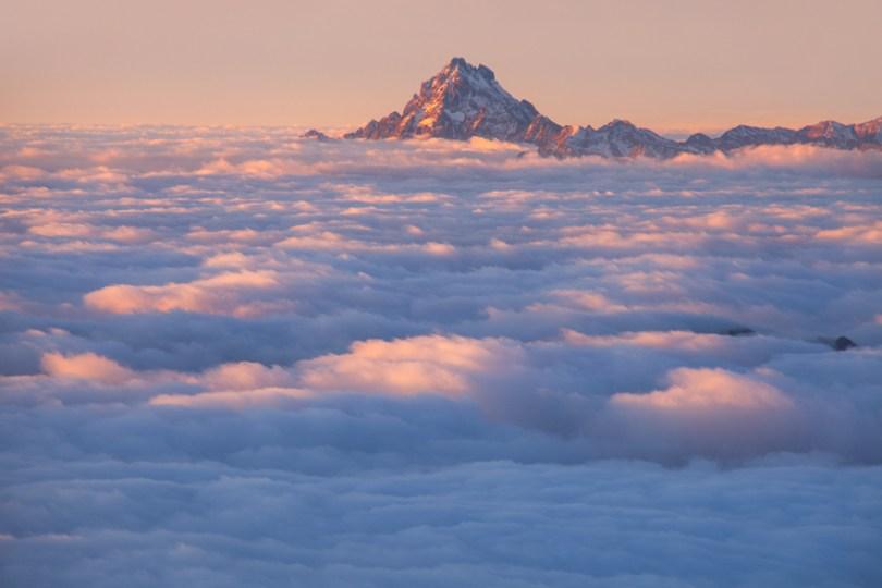 16 Monviso Emerging from the Clouds 59f348bbe5248  880 - O mundo acima das nuvens