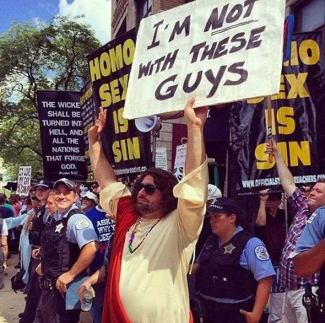 El sexo homo es pecado / Yo no estoy con éstos tipos