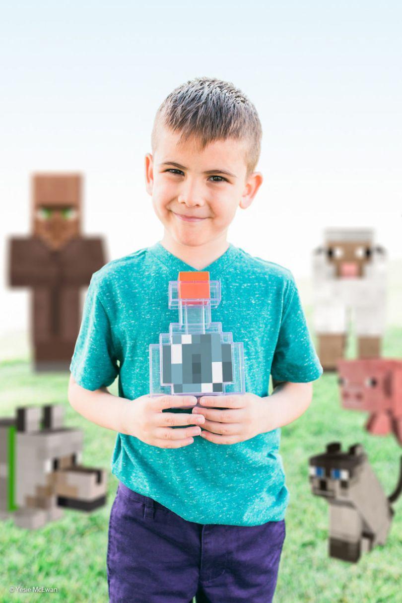 Yesie McEwan 84 59d91a94448ae  880 - Pai cria Minecraft Photo Series com os filhos