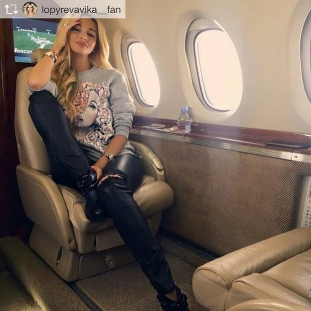 instagram-photoshoot-grounded-private-jet-studio-moscow-1