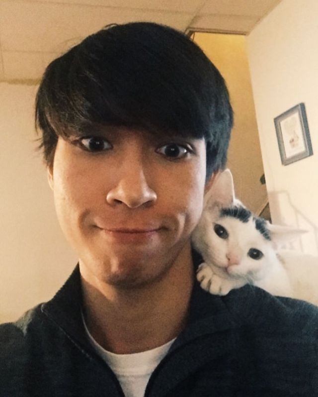Mi novio y mi gatito se llevan demasiado bien