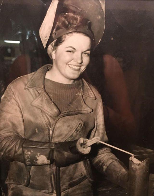 Mi Bisabuela Trabajando De Soldadora Durante La Segunda Guerra Mundial