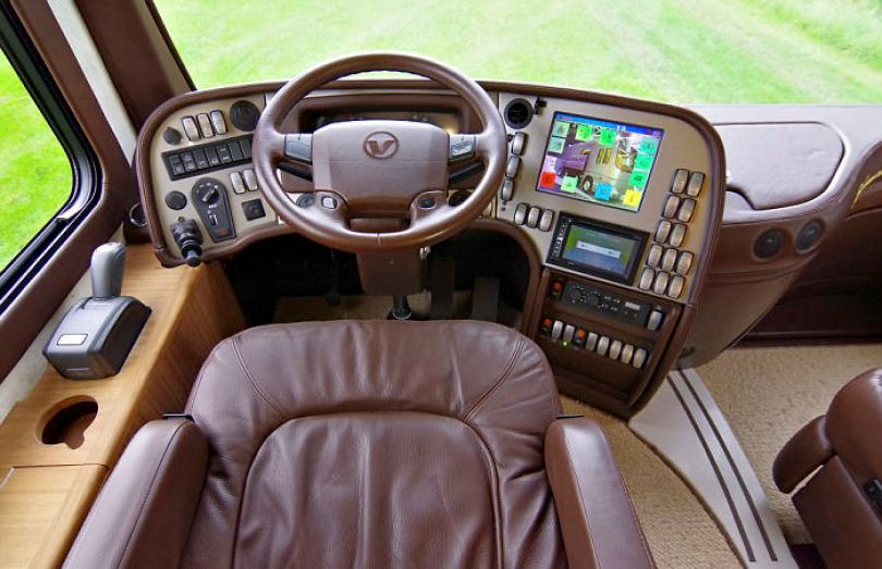 "motorhome garage volkner mobil performance s 1 5a0014490df63  700 - Ônibus ""motorhome"" possibilita guardar carro"