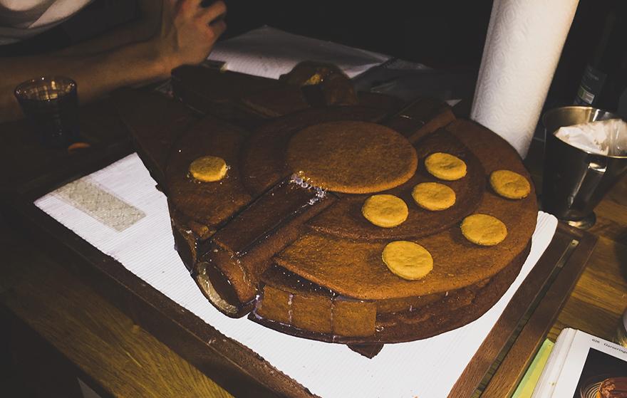 gingerbread imperial star destroyer star wars bakery 13 5a3cd05050cec  880 - This Giant Gingerbread Imperial Star Destroyer Just Put All Gingerbreads To Shame