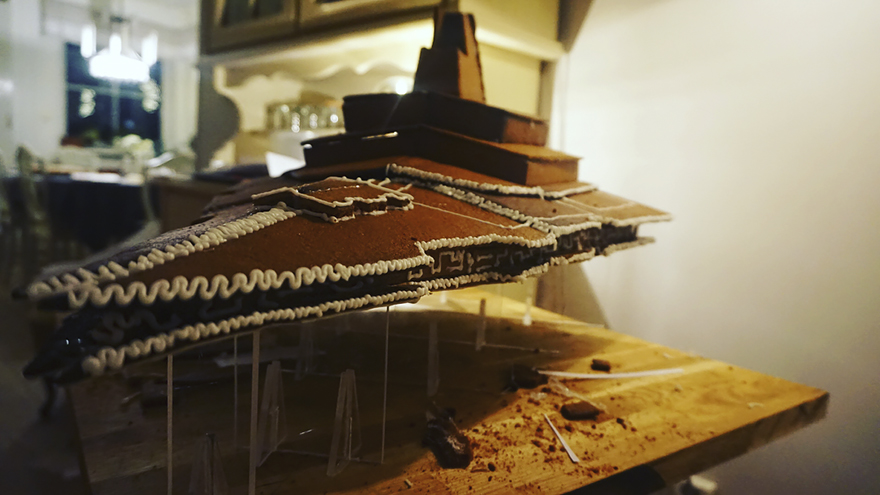 gingerbread imperial star destroyer star wars bakery 7 5a3cd03ca3621  880 - This Giant Gingerbread Imperial Star Destroyer Just Put All Gingerbreads To Shame