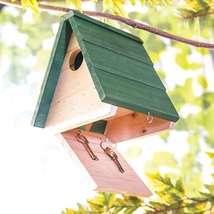 Casa para pájaros con una caja oculta