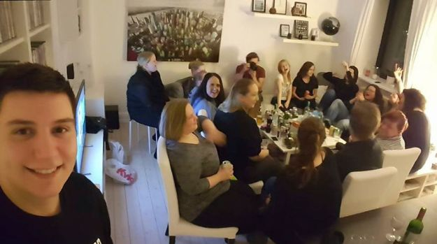 Last-Year-I-invited-more-than-100-lonely-strangers-into-my-home-5a952da83c0f4__880 I Invited More Than 100 Lonely Strangers Into My Home, And Here's Why Design Random