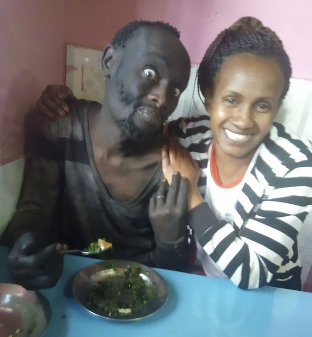 kenyan-lady-rescues-homeless-childhood-friend-wanja-mwaura-hinga-2-5a8e818069996__700 Woman Finds Childhood Friend On Streets Addicted To Drugs, Transforms Him So Much We Can't Believe It's Same Man Design Random support