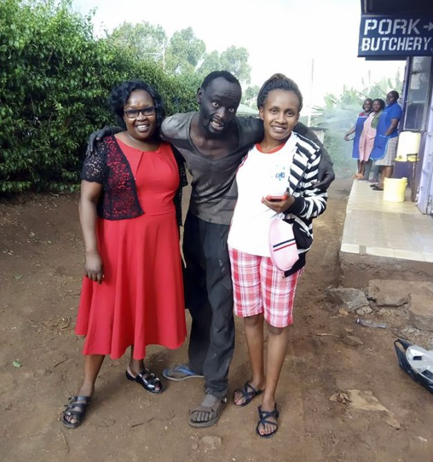 kenyan-lady-rescues-homeless-childhood-friend-wanja-mwaura-hinga-7-5a8e818a83fbd__700 Woman Finds Childhood Friend On Streets Addicted To Drugs, Transforms Him So Much We Can't Believe It's Same Man Design Random support