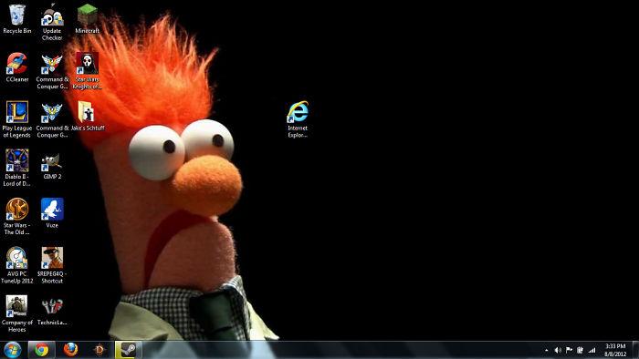 My Friend's New Desktop Background/setup.... Meep!