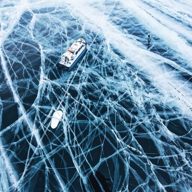 I-Walked-On-Frozen-Baikal-The-Deepest-And-Oldest-Lake-On-Earth-To-Capture-Its-Otherworldly-Beauty-Again-5abcae5b1c9c1__880 I Walked On Frozen Baikal, The Deepest And Oldest Lake On Earth To Capture Its Otherworldly Beauty Again Design Photography Random