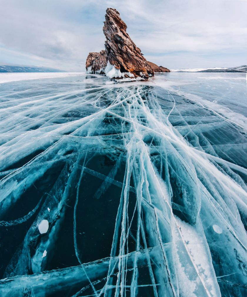 I-Walked-On-Frozen-Baikal-The-Deepest-And-Oldest-Lake-On-Earth-To-Capture-Its-Otherworldly-Beauty-Again-5abcae901741f__880 I Walked On Frozen Baikal, The Deepest And Oldest Lake On Earth To Capture Its Otherworldly Beauty Again Design Photography Random