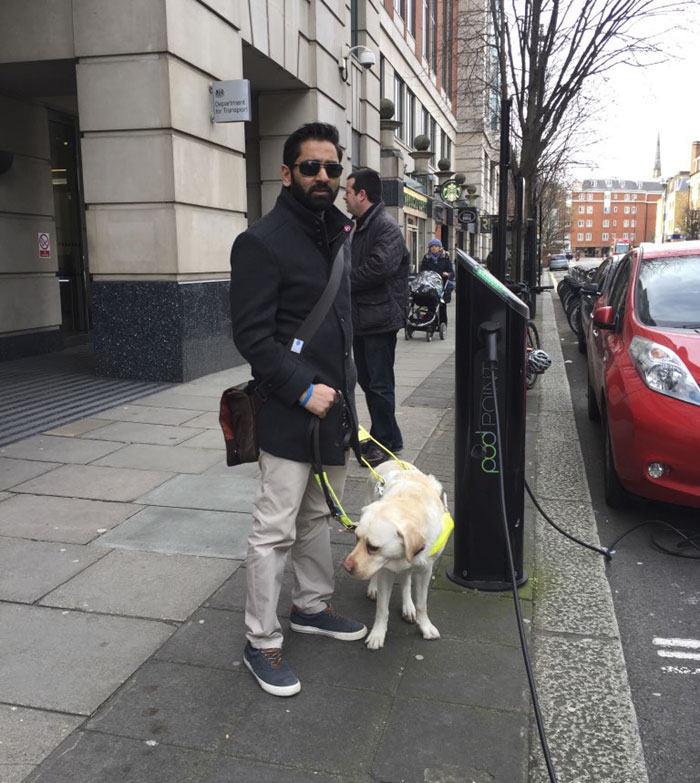 blind-man-guide-dog-no-one-offers-train-seat-london-amit-patel-11-5abde4551cc62__700 Blind Man Left In 'Tears' After Nobody Gave Up Their Seat For Him And His Guide Dog On The Train Design Random