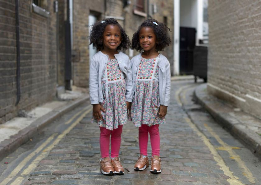london-identical-twin-portraits-alike-but-not-like-peter-zelewski-01-5abb65b8575d4__880 Portraits Of Identical Twins Show Just How Different They Are Art Design Photography Random