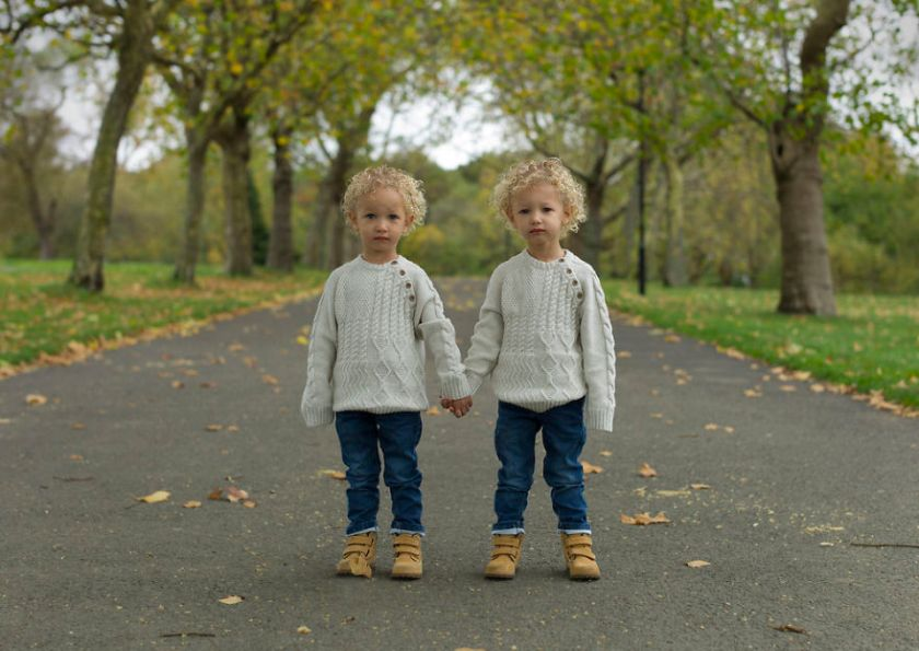 london-identical-twin-portraits-alike-but-not-like-peter-zelewski-23-5abb65e7764c8__880 Portraits Of Identical Twins Show Just How Different They Are Art Design Photography Random
