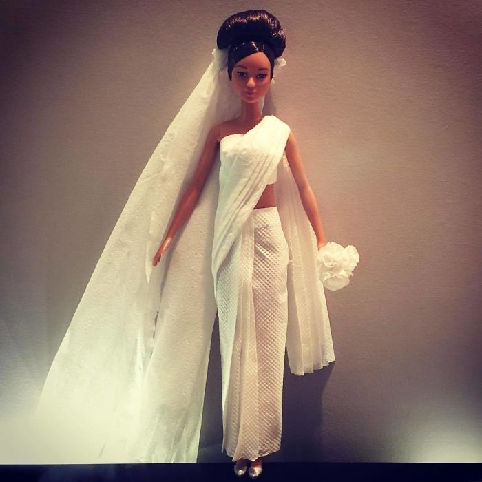 BUwyzmcDJQN-png__700 Man Uses Toilet Paper And Tissues To Create Wedding Dresses For His Barbies, And Result Is Amazing Art Design Random