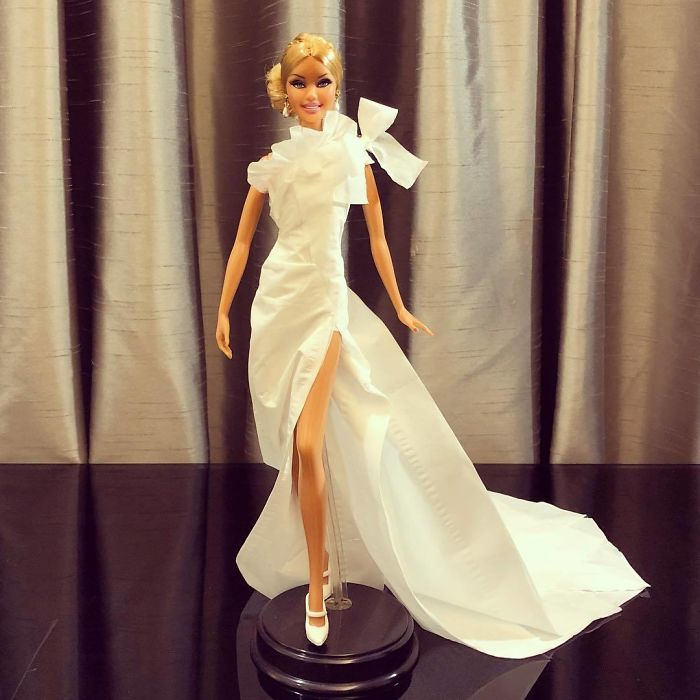 BbcVQxyFbe7-png__700 Man Uses Toilet Paper And Tissues To Create Wedding Dresses For His Barbies, And Result Is Amazing Art Design Random