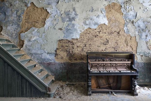 requiem-pour-pianos-40-5adc434987d52__700 I Travel Through Europe In Search Of Forgotten Pianos In Abandoned Places Design Photography Random