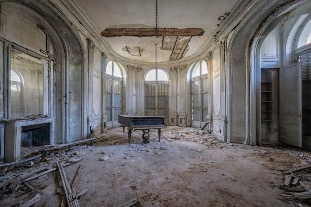 requiem-pour-pianos-7-5adc421ab3e0f__700 I Travel Through Europe In Search Of Forgotten Pianos In Abandoned Places Design Photography Random