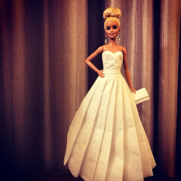 tissue-13-5ac238f5eeff5__700 Man Uses Toilet Paper And Tissues To Create Wedding Dresses For His Barbies, And Result Is Amazing Art Design Random