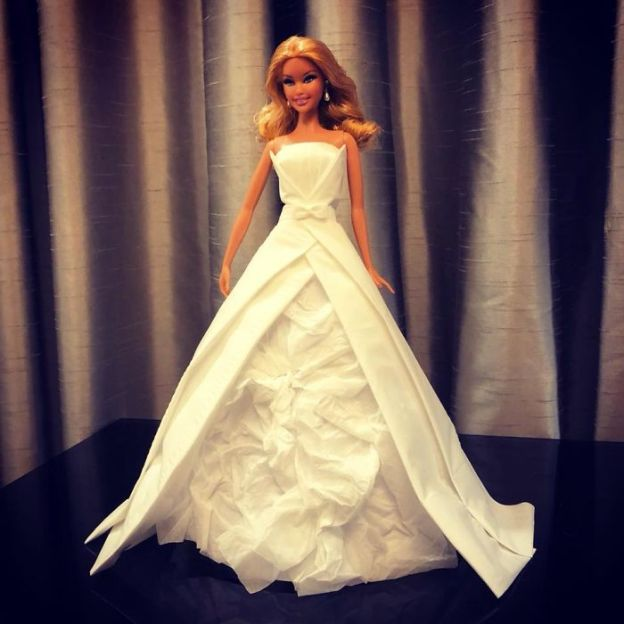 tissue-18-5ac239062dad0__700 Man Uses Toilet Paper And Tissues To Create Wedding Dresses For His Barbies, And Result Is Amazing Art Design Random