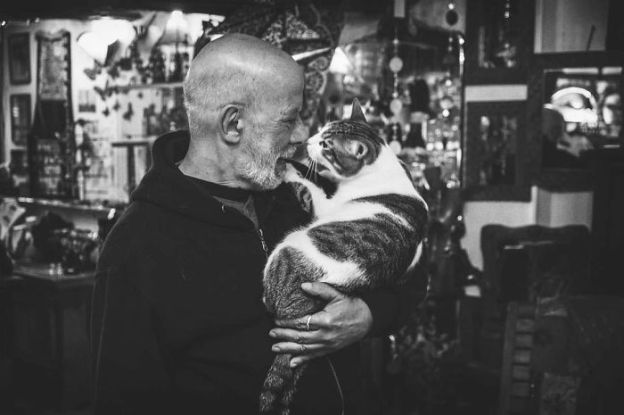 I-photograph-men-with-their-cats-and-the-result-is-cuteness-overload-5b03bab1d2d45__700 I Photograph Men With Their Cats And The Result Is Cuteness Overload! Design Photography Random