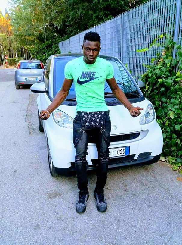 man-rescue-boy-mamoudou-gassama-paris-27-5b0bb0a93b820__605 African Immigrant Climbs 4 Storeys With His Bare Hands In Less Than 30 Secs To Save 4-Year-Old Dangling From Balcony Design Random